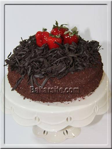 کیک شکلاتی با تزیین