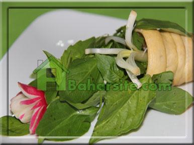 تزیین نان و سبزی